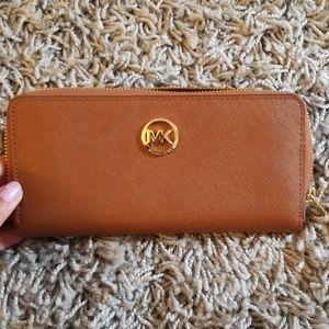 Michael Kors wallet in camel brown